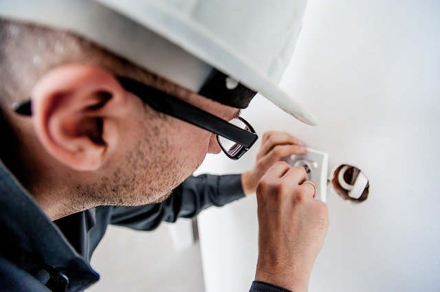 Expert Electricians make safety decisions part of their routine